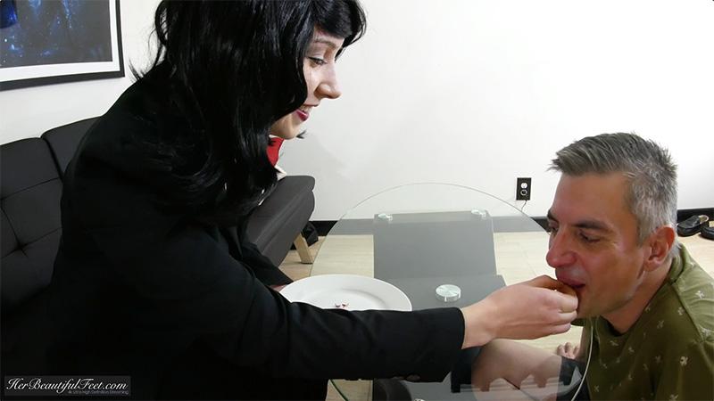 eating-long-toenails